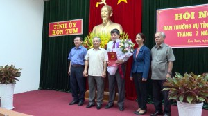 CONG BO, TRAO QUYET DINH VE CONG TAC CAN BO
