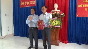 TRAO QUYET DINH CUA TINH UY KT VE CONG TAC CAN BO
